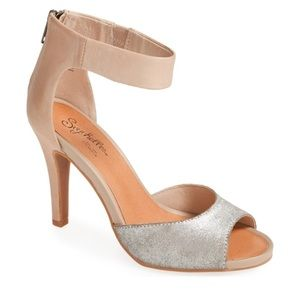 NEW Seychelles Good Fortune Silver Taupe heels